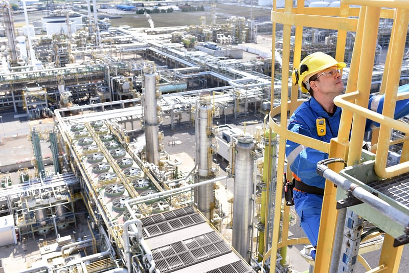 Oil and gas safety consulting services and safety staffing provided by EHS Analytical Solutions, Inc.